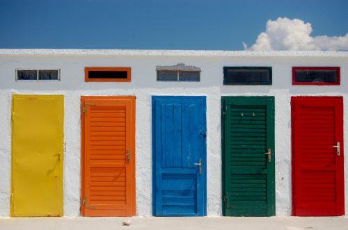 От значение ли е цвета на вратите и какво символизира той?