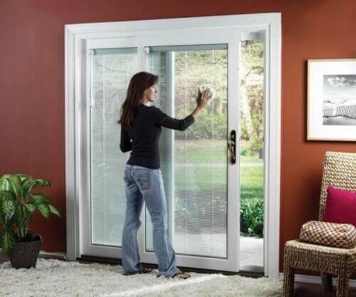 Правилната грижа за стъклените интериорни врати