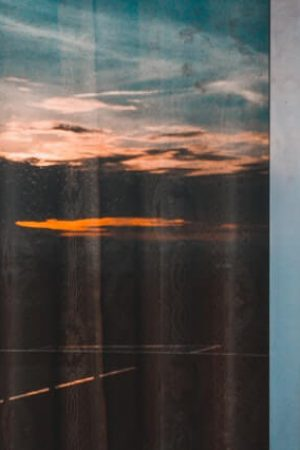 Интериорни  врати с черно стъкло