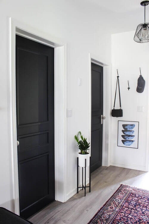 Интериорни врати в цвят черно
